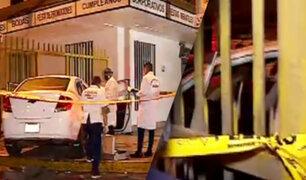 Hombre es asesinado a balazos dentro de su vehículo en Los Olivos