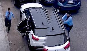 Cercado: delincuentes armados emboscan camioneta y roban 33 mil soles
