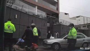 Surco: adulto mayor atropelló a su esposa por error cuando intentaba estacionar su auto