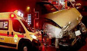 Sujeto en presunto estado de ebriedad impacta vehículo que trasladaba tripulación de avión