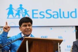 Presidente de EsSalud se presentó ante la Comisión de la Mujer