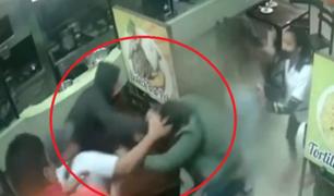 La Victoria: sujetos propinan brutal golpiza a un joven