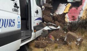 Huancavelica: combi repleta de pasajeros se despista y estrella contra vivienda