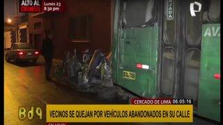 Cercado de Lima: vehículos permanecen destrozados y abandonados en plena vía pública