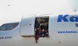 EEUU admite muertos durante caos en aeropuerto de Kabul para subir a aviones