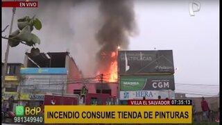 Villa El Salvador: incendio consume tienda de pinturas