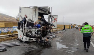 Choque  frontal entre camión y semitrailer deja tres muertos y dos heridos graves en Pasco