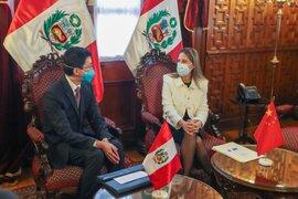 María del Carmen Alva se reúne con el embajador de China en Perú