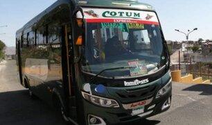Arequipa: dos delincuentes asaltan a pasajeros de vehículo de transporte público