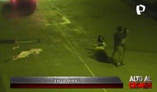 'En la mira': cámaras captan cobarde agresión a una mujer con bebé en brazos