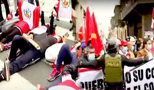 Voto de confianza: manifestantes se lanzan al piso y gritan arengas contra el gobierno