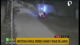 Cañete: mototaxi choca con poste y continúa con su recorrido