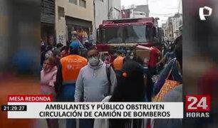 Ambulantes generan caos en Mesa Redonda y no permitieron circulación de camión de Bomberos