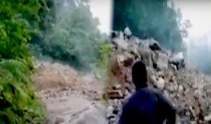 Huánuco: deslizamiento de rocas y lodo bloquean carretera
