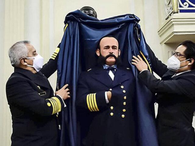 Bicentenario del Perú: estatua hiperrealista de Miguel Grau fue develada en la Escuela Naval