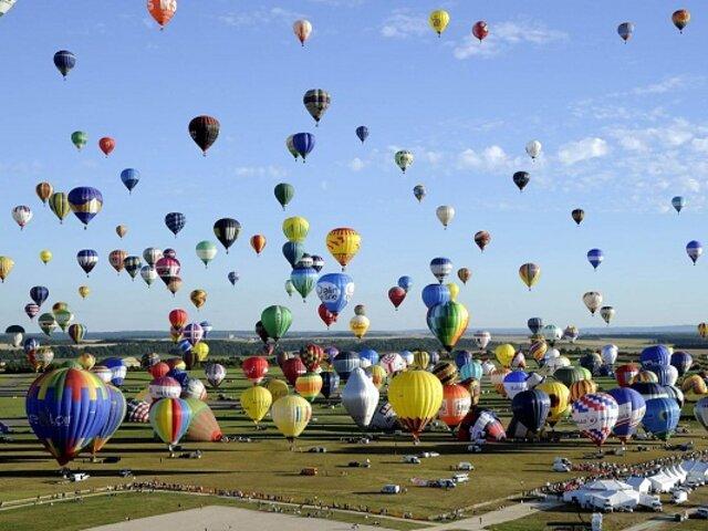 Las impresionantes imágenes del festival mundial de globos aerostáticos en Francia