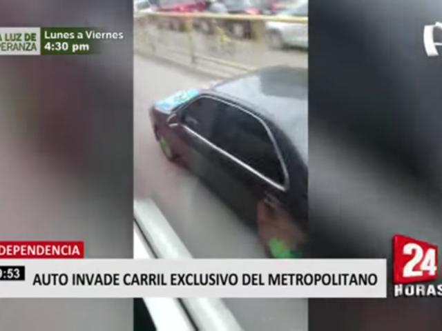 Auto invadió el carril exclusivo del Metropolitano en Lima Norte