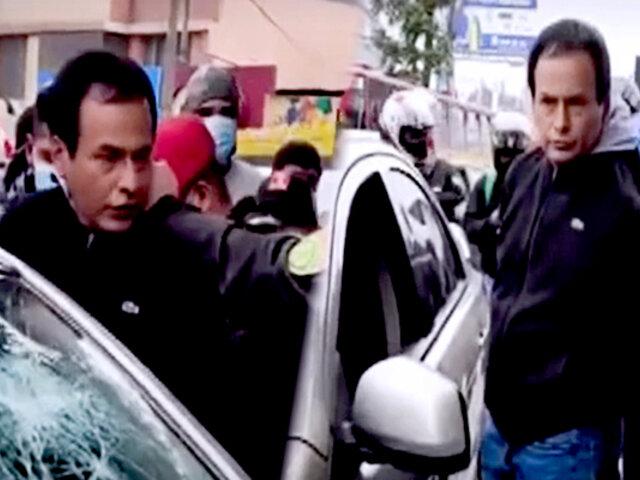 Surco: varios vehículos y transeúntes detienen auto en movimiento por error
