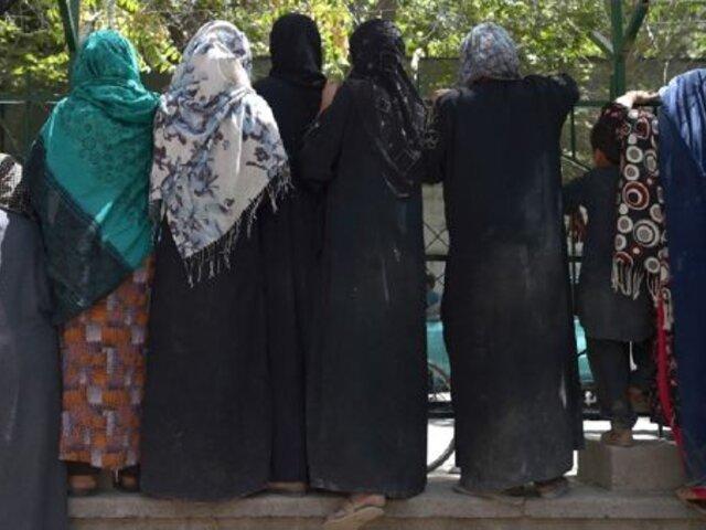 Afganistán: mujeres desafían al talibán para no volver a restricciones