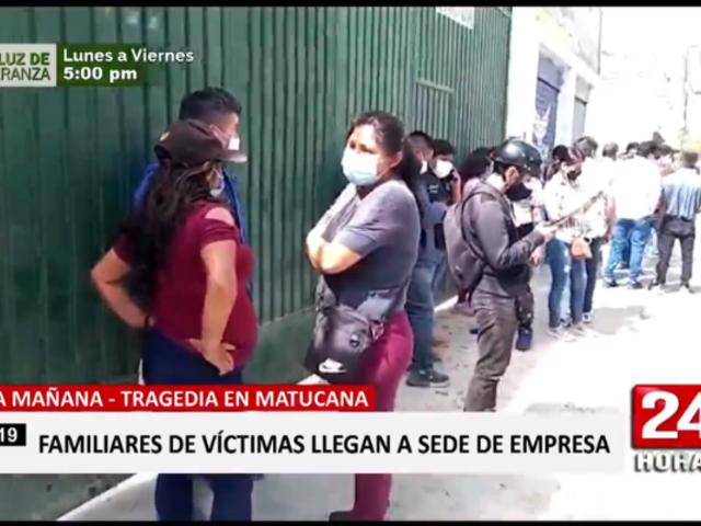 Accidente en Carretera Central: familias llegan a empresa León Express para recibir información