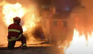 Lurigancho: reportan incendio en almacén de plásticos