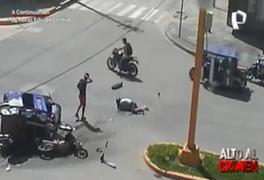 'En la mira': mototaxi choca aparatosamente contra motocicleta y deja una mujer herida