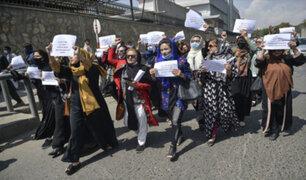 Talibanes dispersan a balazos protesta de mujeres que exigía al nuevo gobierno respeto a sus derechos