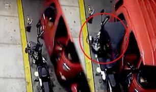 SJM: cámara capta a delincuente robando scooter eléctrico