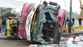 12 personas heridas dejó aparatoso choque de buses en La Victoria