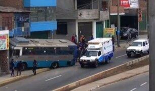 Ventanilla: bus de transporte público se despista y queda empotrado en vivienda
