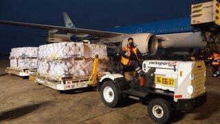 COVID-19: 748 800 dosis de la vacuna Pfizer llegaron al Perú esta noche