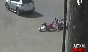 Cámaras captan choque entre camioneta y moto en Satipo