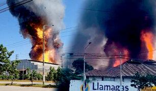 Pucallpa: fuego es controlado, pero advierten que olor a gas persiste en el ambiente