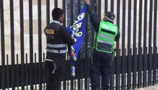 """Huancayo: retiran banderola que exigía un """"entierro justo"""" para el terrorista Abimael Guzmán"""