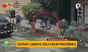 Violencia en SMP: delincuentes golpean y lanzan al piso a mujer para robarle