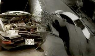 Policía que chocó con autos estacionados conducía sin licencia y en estado de ebriedad
