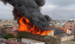 Barranco: controlan incendio en techo del coliseo de colegio Santa Rosa