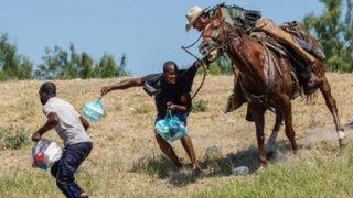 EEUU ordena investigación tras fotos de presunta agresión a haitianos