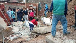 Puente Piedra: rescatan a adolescentes atrapados tras derrumbe de muro de contención