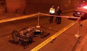 SJM: motociclista muere tras chocar con muro de puente Alipio Ponce