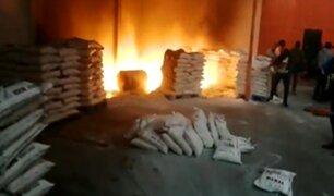 SJL: reportan incendio en un depósito de telas