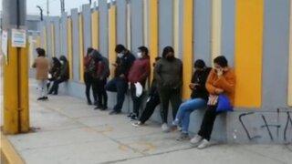 COVID-19: jóvenes de 21 años a más llegan a centros de vacunación desde la madrugada