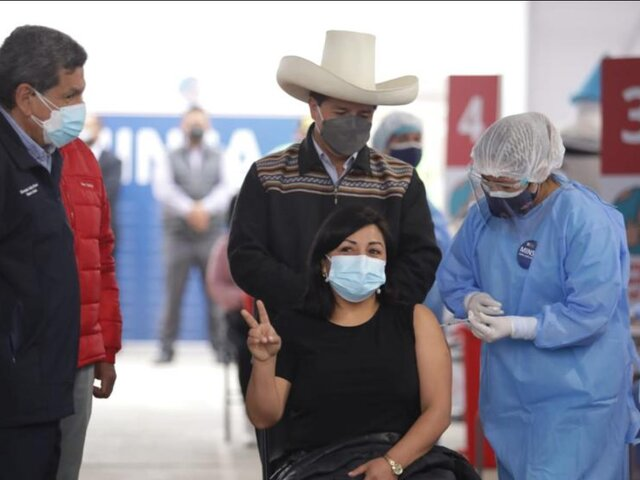 Pedro Castillo supervisó la vacunación a docentes en Lima y Callao
