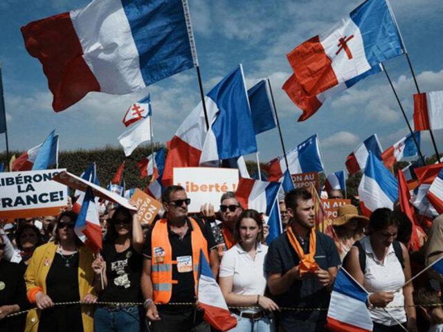 Francia: miles de personas vuelven a protestar en todo el país contra el pasaporte sanitario