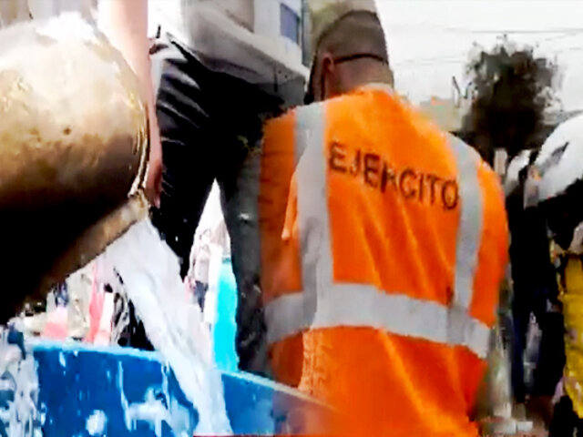 Ministro de Defensa supervisa distribución de agua en SJL