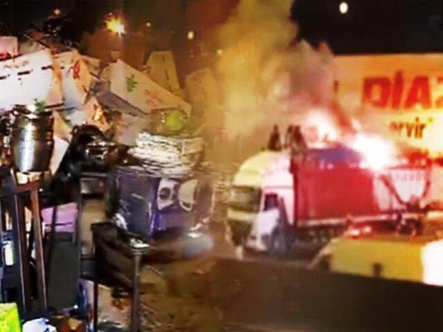 Incendio consume tráiler cargado de artefactos en Puente Piedra