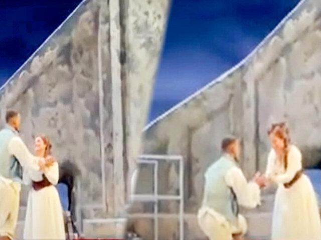 Cantante de ópera recibe romántica propuesta matrimonial durante la obra