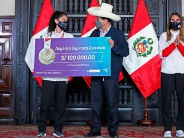Angélica Espinoza recibió reconocimiento económico por el IPD