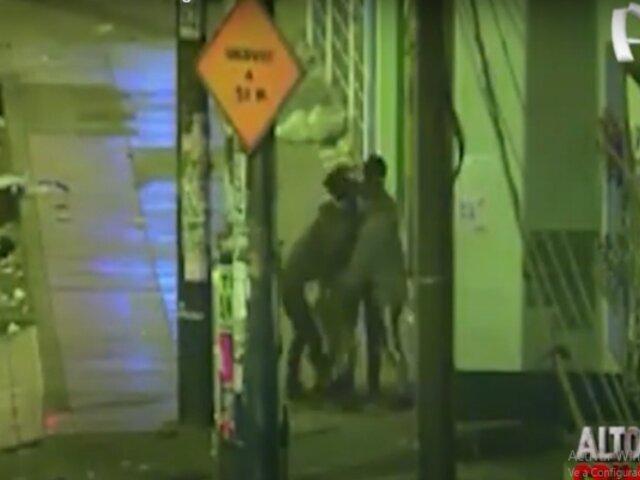 Ate Vitarte:  cámaras de seguridad registran asaltos y robos al paso a peatones