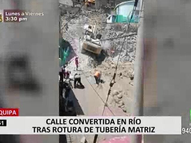 Arequipa: calle se vuelve río tras ruptura de tuberías